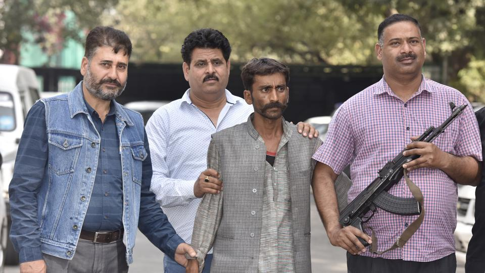 Delhi Police Special Cell arrested Vinod Kumar and recovered 24 pistols and 20 live cartridges from him.