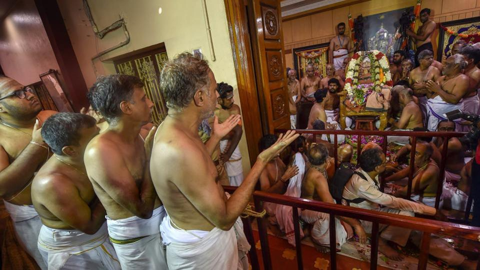 The final rituals for the burial of Sri Jayendra Saraswathi in the premises of the Kanchi Sankara Mutt in Kanchipuram began on Thursday morning in the presence of his family members. Jayendra Saraswathi, regarded among the most influential spiritual leaders of his time but whose shock arrest in a murder case robbed the spiritual shine of the Kanchi mutt, died in Kanchipuram on Wednesday. (PTI File)