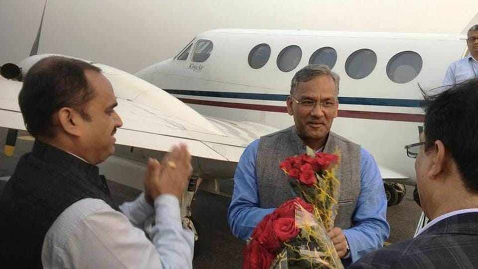 Chief minister TS Rawat (centre) being received at the Lucknow airport.