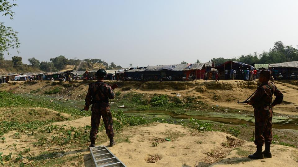 Border Guard Bangladesh personnel stand guard along the Myanmar-Bangladesh border in Tombru in the Bangladeshi district of Bandarban on March 1, 2018.