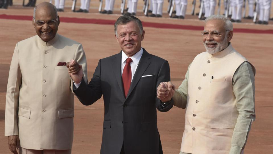 Jordan's King Abdullah II is greeted by President Ram Nath Kovind and Prime Minister Narendra Modi during a ceremonial reception at Rashtrapati Bhawan in New Delhi. (Vipin Kumar / HT Photo)