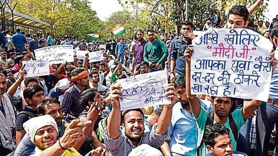 Hundreds of aspirants protest outside the CGO Complex demanding a CBI probe into the alleged 'question paper leak' and mass cheating in the CGL (tier-2) examination in New Delhi on March 3.