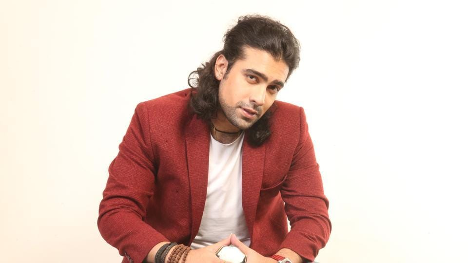 Jubin Nautiyal has sung many recreations, and Gazab Ka Hai Din is the latest remake that he has sung for the film Dil Junglee.