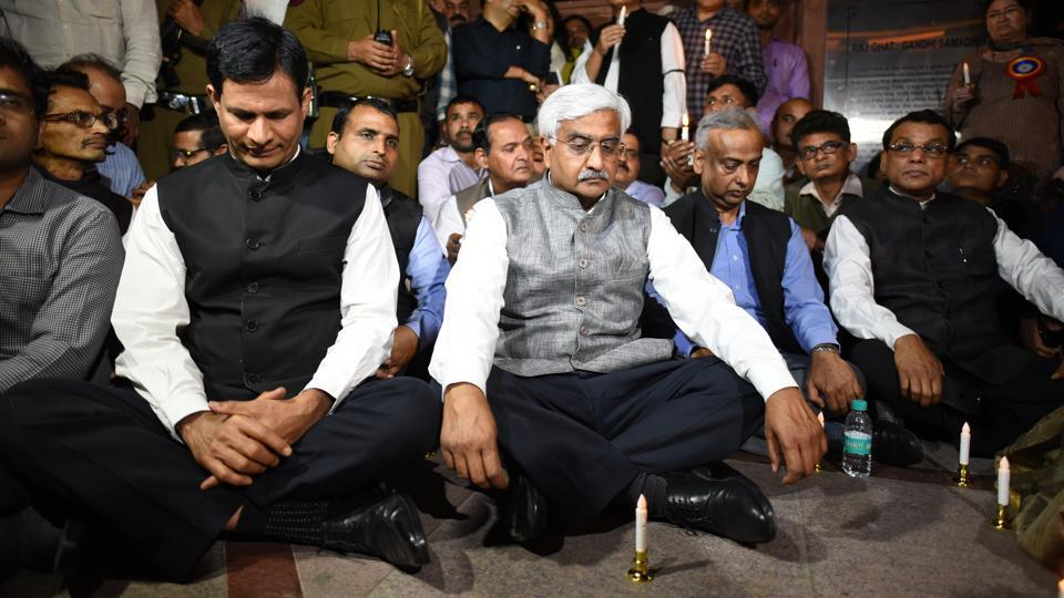Chief secretary Anshu Prakash (centre) along with other senior government officials during a protest outside Rajghat in New Delhi on Wednesday.
