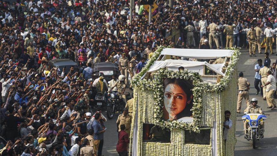 Fans watch as the funeral cortege of the late Bollywood actor Sridevi Kapoor passes through at Vile Parle in Mumbai on Wednesday. (Satish Bate / HT Photo)