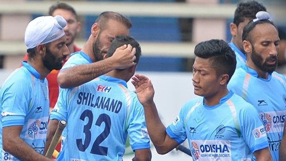 India scored through Shilanand Lakra (no. 32) but conceded a late equaliser to share the spoils against England in their Sultan Azlan Shah Cup hockey clash on Sunday.
