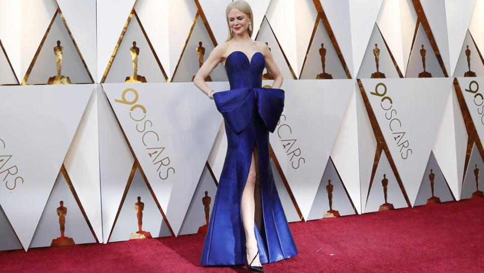 Hollywood star Nicole Kidman poses for photographs prior to Oscars at California. (Mario Anzuoni / REUTERS)