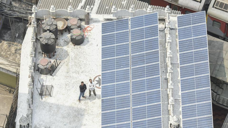 Solar panels installed atop Madarsa-E-Mohammadiya mosque in Agripada, Mumbai.