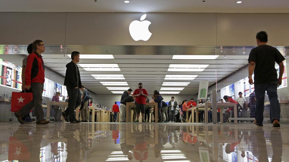 Apple over-ear headphones,Apple noise-cancelling headphones,Apple headphones