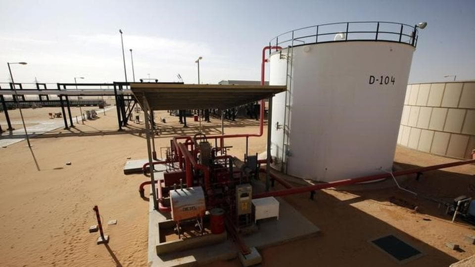 Oil rises as Libya's biggest field briefly halts on pipe closure