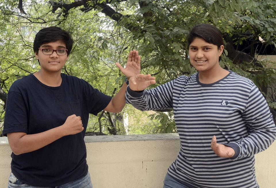 Asmita joshi (L) and Vaishnavi Mandekar  will perform a rare feat of strength and muscle control on the occasion of International Women's Day on March 8.