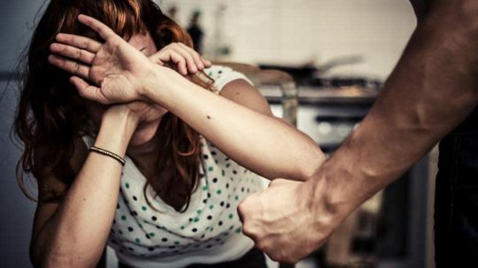 Man thrashes wife,Wife beaten in Hyderabad,Hyderabad