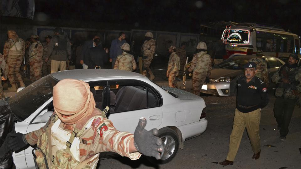 Pakistan army soldiers cordon off the area of a deadly bomb blast in Quetta, Pakistan, on January 9, 2018.