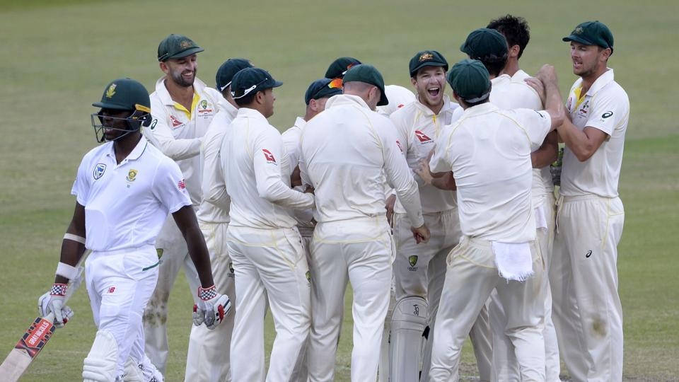 TL;DR: South Africa in lead after hard-fought day