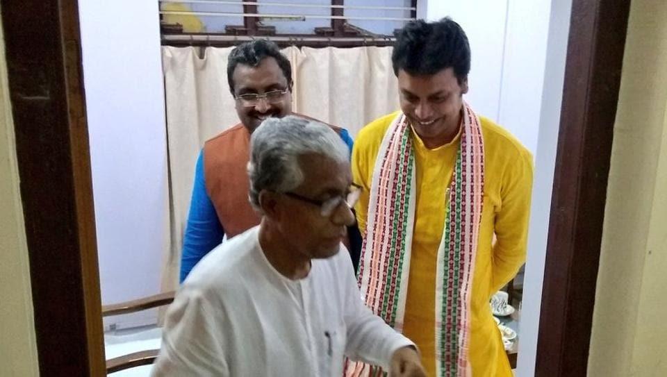 Former Tripura CMManik Sarkar with CM-elect Biplab Deb and BJPleader Ram Madhav inAgartala on Thursday.
