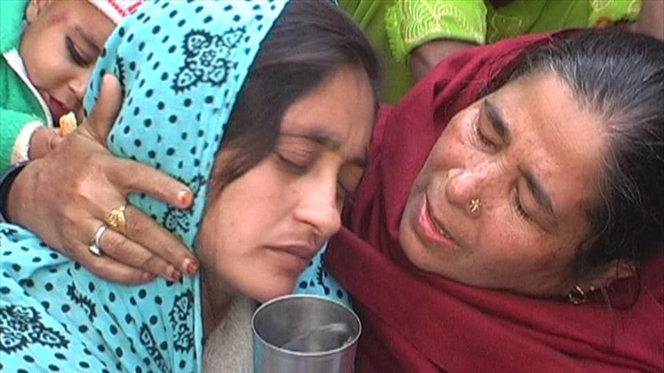 Mehwish, mourning the loss of her husband Abdul Hakim, who was shot by five men in Bulandshahr on November 22, 2012 in the name of honour killing.