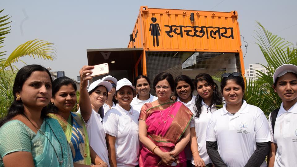 Airbox,toilets,women