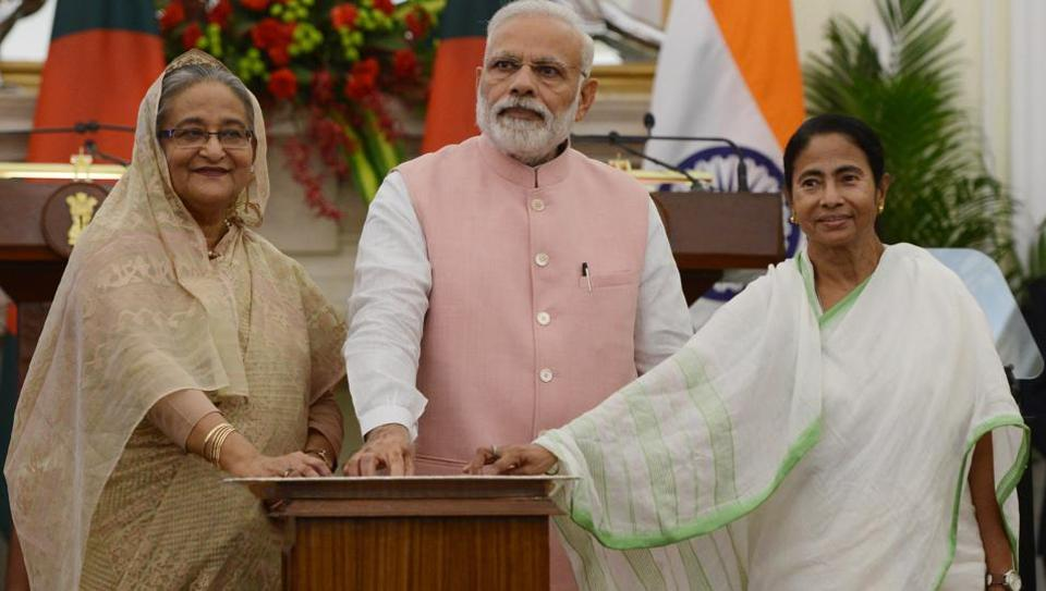 Bangladeshi Prime Minister Sheikh Hasina, Indian Prime Minister Narendra Modi and Chief Minister of West Bengal Mamata Banerjee at an event in New Delhi, April 8, 2017.