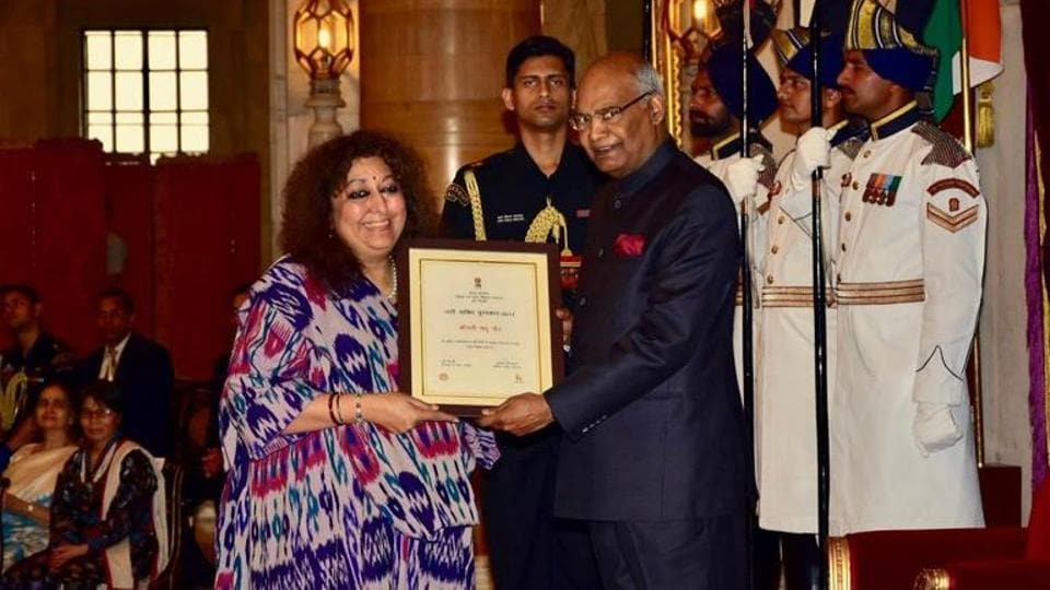 Fashion designer Madhu Jain being conferred the prestigious Nari Shakti Puraskar 2017 by President of India, Ram Nath Kovind at a ceremony in Rashtrapati Bhavan.