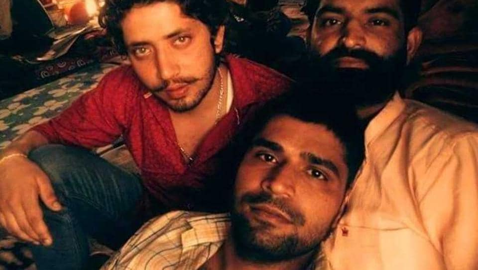 Undertrial Vijay Choudhary (in red shirt) recently uploaded his selfie with other prisoners on Facebook.