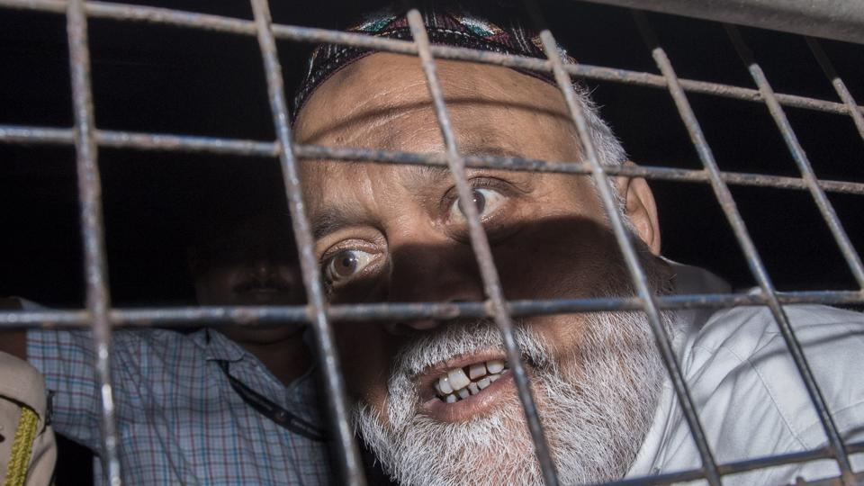 Farooq Takla, Dawood Ibrahim's aide brought for medical examination at St. George's Hospital before being produced in court in Mumbai on March 8, 2018. (Kunal Patil / HT Photo)