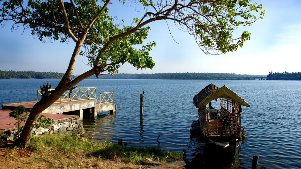 Paravur lake will stun you with its beauty.