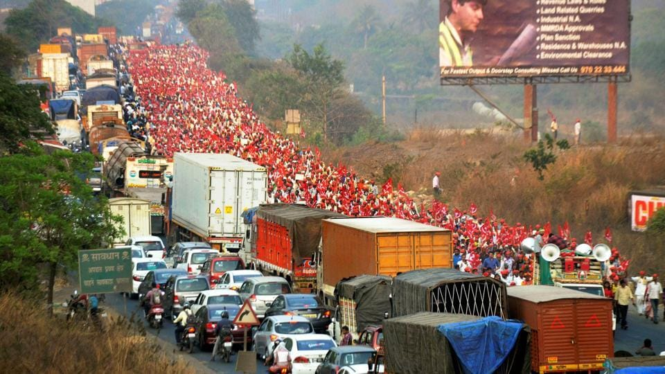 Farmers of All Indian Kisan Sabha march from Nashik to Mumbai to gherao Vidhan Bhawan on March 12, demanding a loan waiver, in Mumbai on Sunday.