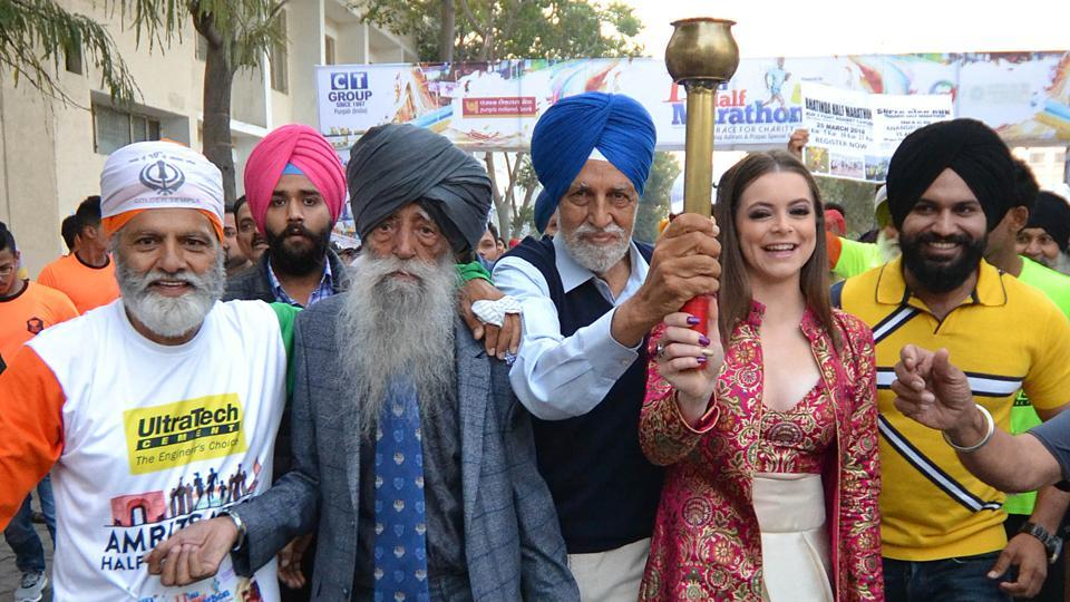 Fauja Singh flagged a charity run at the 11th CT Half Marathon along with 101-year-old Mann Kaur (not in pic), who became the world's fastest centenarian by clinching a gold in the 100m race at the American Masters Games in Vancouver in 1 minute, 21 seconds last year.