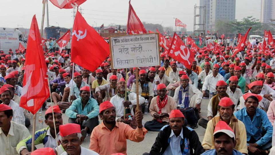 Farmers from the Akhil Bharatiya Kisan Sabha in Thane, Maharashtra,  March 11. Their demands include fair allocation of forest land, a minimum support price that is one and a half times that of the production cost and waiving of pending energy bills