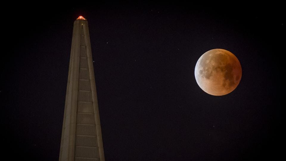 A super blue blood moon sets behind the Transamerica Pyramid in San Francisco, California, on January 31.