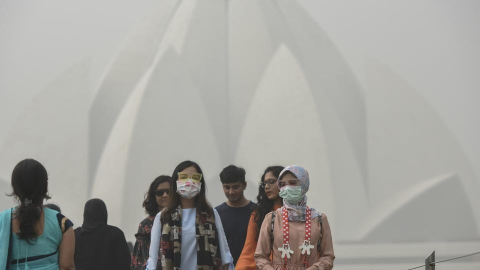 Foreign tourists at the Lotus Temple on a smoggy morning in New Delhi. A Global Burden of Disease report published last year estimated that 1.1 million deaths in India were linked to PM2.5 air pollution in 2015.