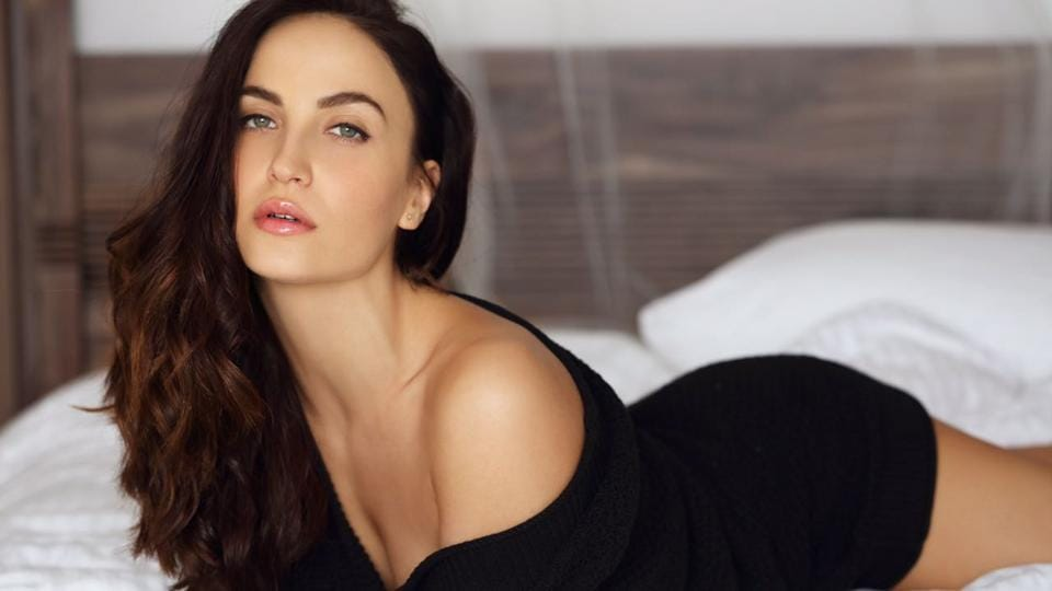 In Tamil and Kannada remakes of the film Queen, Elli AvrRam will reprise the role originally essayed by actor Lisa Haydon.