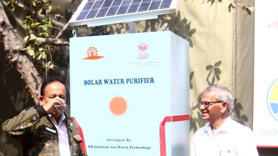 Union environment minister Harsh Vardhan (left) drinking water from the solar water purifier developed by scientist SP Gon Choudhury (right).