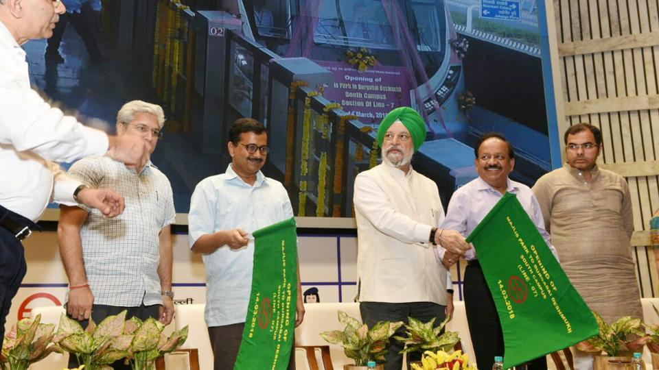 Union Minister for urban development Hardeep Singh Puri and Delhi CM Arvind Kejriwal flag off the Delhi Metro Pink Line at DMRC Bhawan, in New Delhi on Wednesday. The new corridor will especially benefit college students, as the Delhi University's South and North campuses will be connected directly by the metro for the first time. (Arvind Yadav / HT Photo)