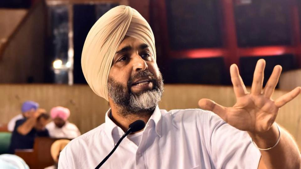 'Poor English' remark,Manpreet Badal,Punjab finance minister