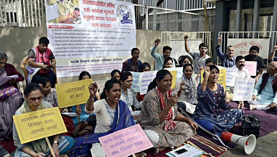 In the light of the virginity test custom, a young couple from Sangamner has brought to light another practice meant to purify women of Kanjarbhat community.  Earlier, Bhatke Vimukt Mahila Adhikar staged a demonstration at Pune District Collectorate against certain customs of Kanjarbhat community.