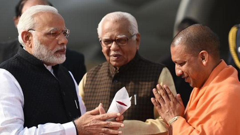 Prime Minister Narendra Modi being welcomed by UP governor Ram Naik and CM Yogi Adityanath in Lucknow.