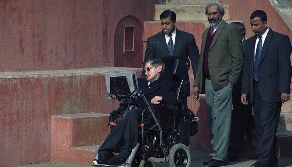 Stephen Hawking at Jantar Mantar in New Delhi in January 2001.