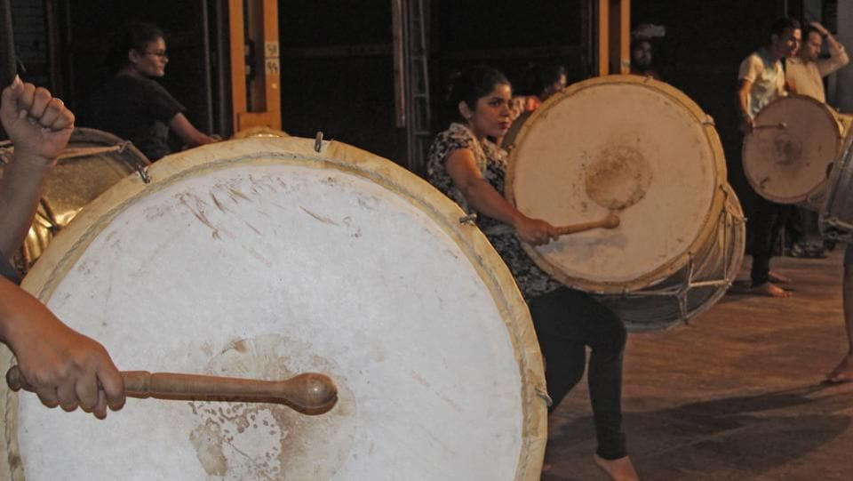 Both men and women play the drums, and there is no age or gender restriction in these groups. (Hemanshi Kamani/HT PHOTO)