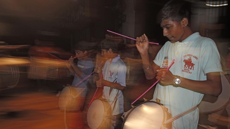 The tasha is a popular folk instrument, similar to a kettledrum, and has a shallow metal shell.  Traditionally, it accompanies the dhol. (Hemanshi Kamani/HT PHOTO)
