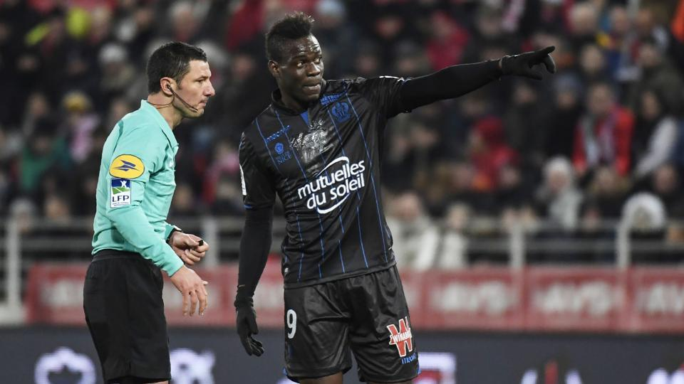 Nice's Italian forward Mario Balotelli (R) talks with French referee Nicolas Rainville during the French L1 football match between Dijon (DFCO) and Nice (OGCN) on February 10, 2018, at the Gaston Gerard Stadium in Dijon, central France.