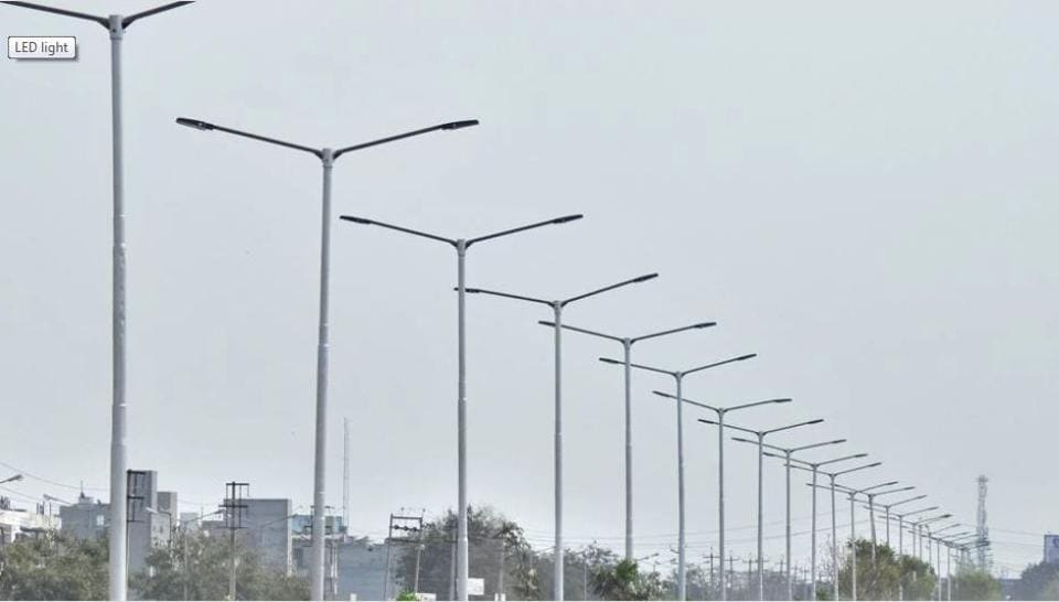 CIDCO developed sectors 15, 25 and 21 along with Palm Beach extension road, which have not been provided with street lighting facility as yet.