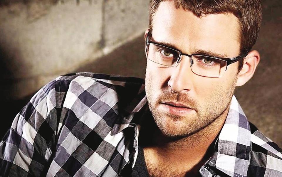 Besides playing cricket, Daniel Vettori  plays golf and enjoys watching basketball and baseball