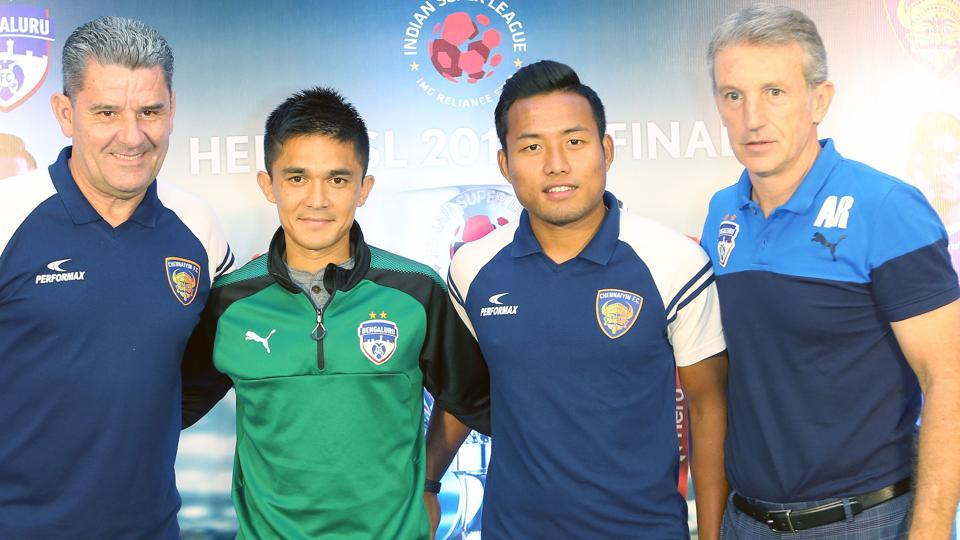 Jeje Lalpekhlua of Chennaiyin FC (2R) and Sunil Chhetri of Bengaluru FC (2L) with John Gregory of Chennaiyin FC (L) and Albert Roca of Bengaluru FC during the pre-final press conference in Bangalore on 16th March, 2018.