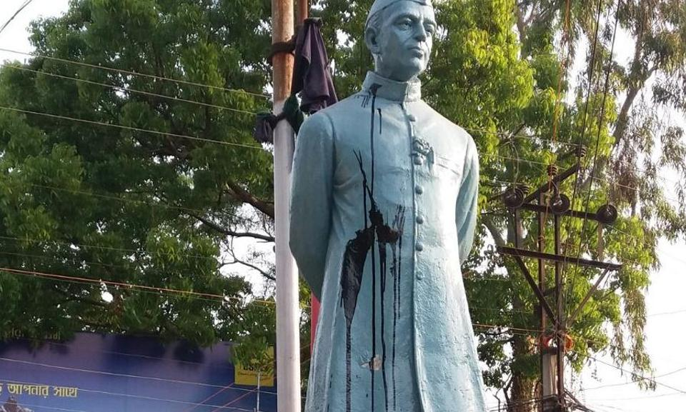 On Saturday morning locals saw black tar on the statue located near the municipality office in Katwa town.