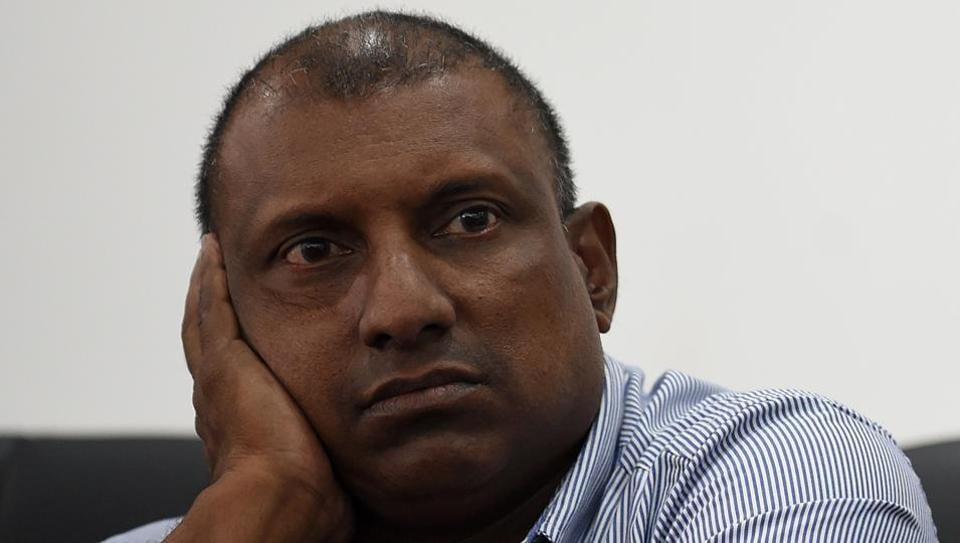 Former Sri Lanka cricket team captain Aravinda de Silva feels Angelo Mathews and Dinesh Chandimal, with their smart cricketing brains, would be key in guiding a young side to the 2019 World Cup.