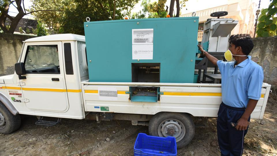 residents' welfare association,Noida authority,hi-tech composting machines
