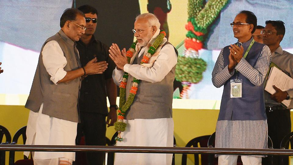 Agriculture minister Radha Mohan Singh (L) welcomes Prime Minister Narendra Modi during Krishi Unnati Mela 2018, at Pusa, in New Delhi, on Saturday.
