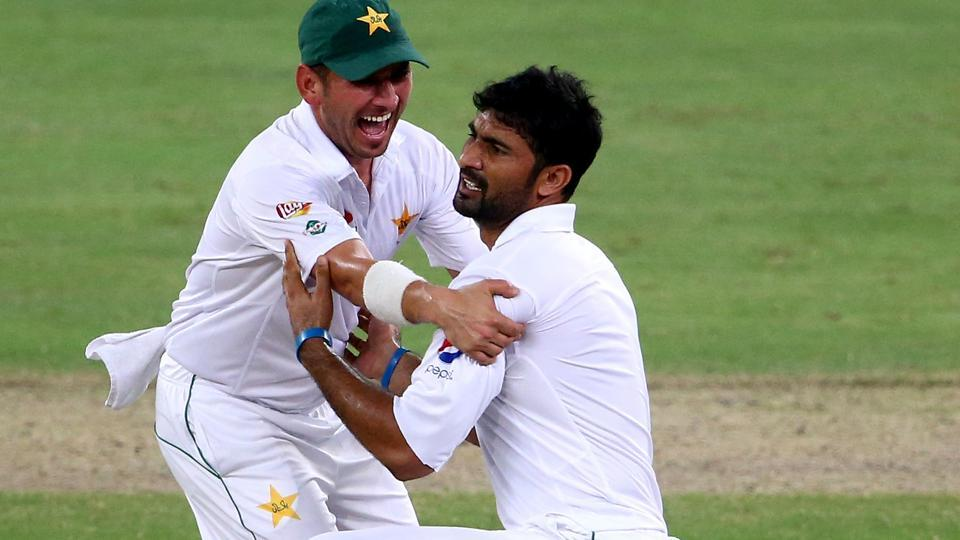 Yasir Shah (L) and Sohail Khan were involved in a hilarious feud during a recent Pakistan Super League match.