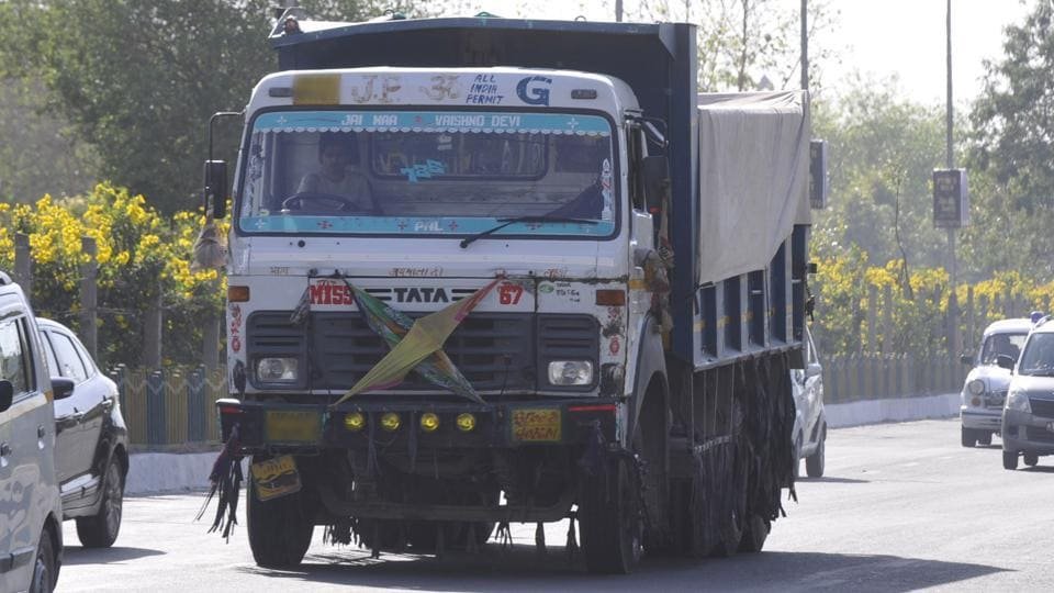 truck,Noida,penalty